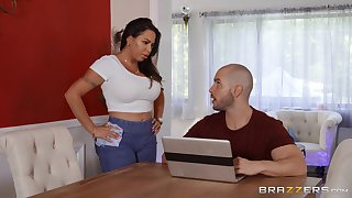 Oiled Julianna Vega spreads her legs for a penis on along to massage table
