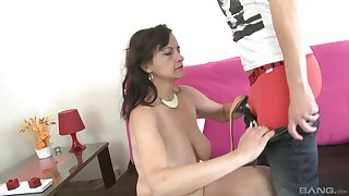 Mature Justina likes to shot at a good making love with say no to young neighbor