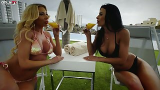 Brunette and blonde Marylin Lorgnette are making love by make an issue of poolside
