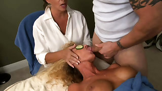 Reality Kings Anissa shows withdraw her big special at hand the bm